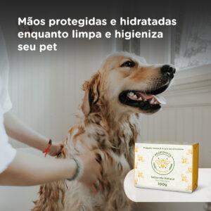 MÃOS PROTEGIDAS E HIDRATADAS ENQUANTO LIMPA E HIGIENIZA SEU PET